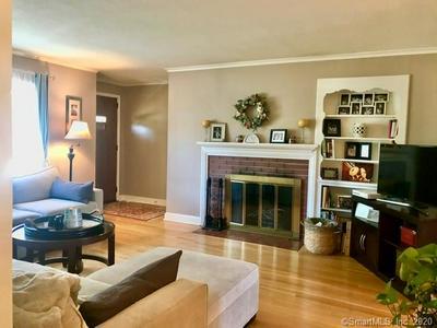 39 ROCKLEDGE DR, West Hartford, CT 06107 - Photo 2
