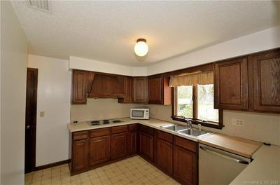 32 FERNRIDGE RD, West Hartford, CT 06107 - Photo 2
