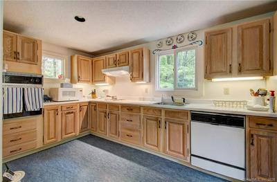 697 COTTAGE GROVE RD, Bloomfield, CT 06002 - Photo 2