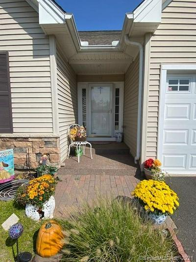18 MYSTIQUE LN # 18, Cromwell, CT 06416 - Photo 2