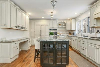 156 CANFIELD DR, STAMFORD, CT 06902 - Photo 2