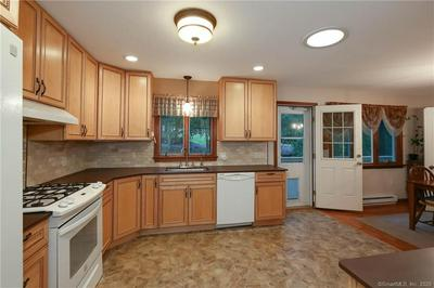 16 HICKORY LN, Waterford, CT 06385 - Photo 2