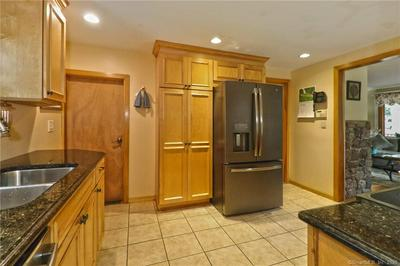 1 N FOREST CIR, West Haven, CT 06516 - Photo 2