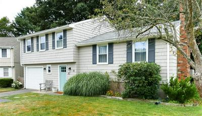 10 BLUE BIRD RD, Middletown, CT 06457 - Photo 1