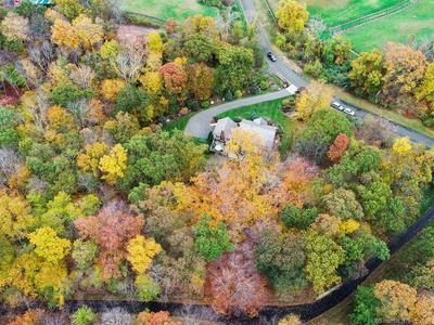 8 GREENLEAF FARMS RD, Newtown, CT 06470 - Photo 2