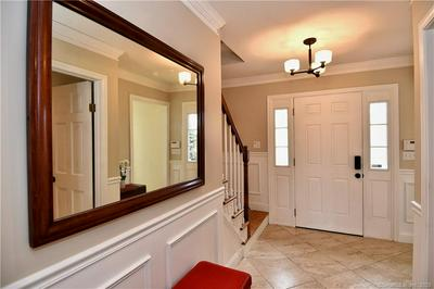 25 OLD GREEN RD, Newtown, CT 06482 - Photo 2