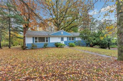 48 SPINNING WHEEL RD, Trumbull, CT 06611 - Photo 2
