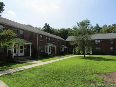 32 NOB HILL CIR # 32, Bridgeport, CT 06610 - Photo 1