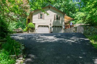 17 WEDGE HILL DR, Oxford, CT 06478 - Photo 2