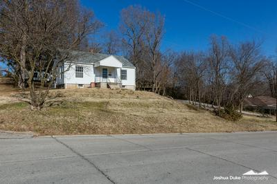 340 W SHERMAN ST, Neosho, MO 64850 - Photo 2
