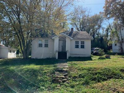 613 FIRST ST, Cabool, MO 65689 - Photo 1