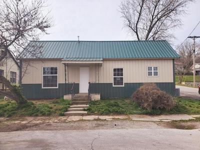 704 TOWNSEND ST, Cassville, MO 65625 - Photo 1