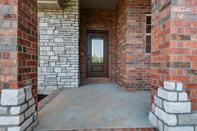 5722 S WOODCLIFFE DR, Springfield, MO 65804 - Photo 2