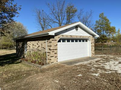 1659 W DALLAS ST, Buffalo, MO 65622 - Photo 2
