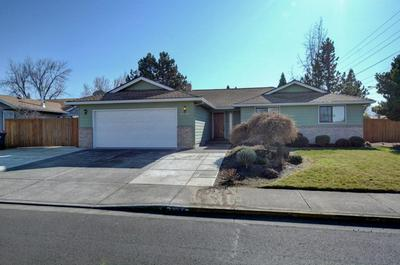 2502 ROBERTS RD, MEDFORD, OR 97504 - Photo 1