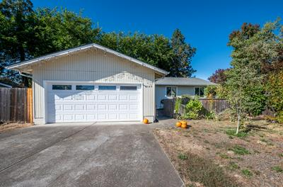 2549 FONTAINE CIR, Medford, OR 97504 - Photo 1