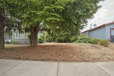 913 S HOLLY ST, Medford, OR 97501 - Photo 2