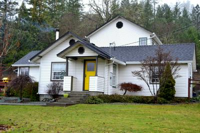 3020 NEW HOPE RD, Grants Pass, OR 97527 - Photo 1