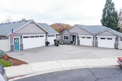 109 GREENMOOR DR, Eagle Point, OR 97524 - Photo 1