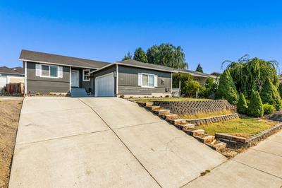 640 N HEIGHTS DR, Eagle Point, OR 97524 - Photo 2