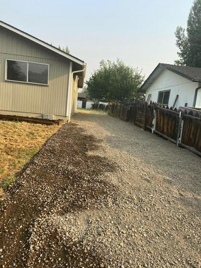 568 SHERMAN WAY, Eagle Point, OR 97524 - Photo 2