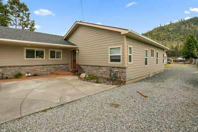 255 ROGUE RIVER HWY, Gold Hill, OR 97525 - Photo 2