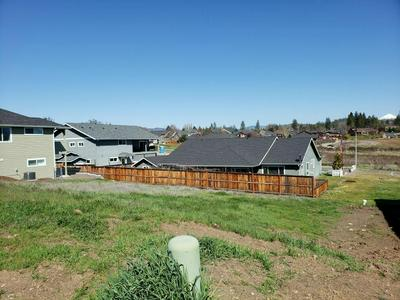 135 HIDDEN VALLEY DR, Eagle Point, OR 97524 - Photo 1