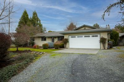 1137 SE ROGUE DR, Grants Pass, OR 97526 - Photo 2