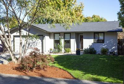 3060 GLENGROVE AVE, Medford, OR 97501 - Photo 2