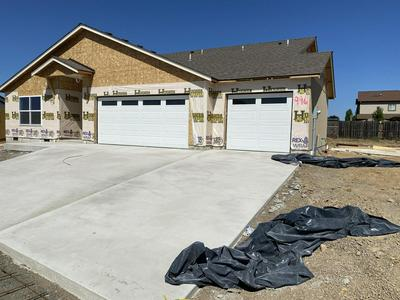 990 STONEWATER DR, Eagle Point, OR 97524 - Photo 2