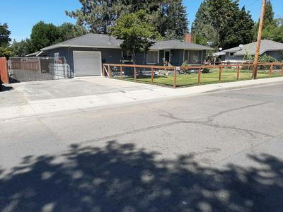708 SW OAK ST, Grants Pass, OR 97526 - Photo 2