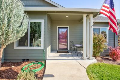 929 CRYSTAL DR, Eagle Point, OR 97524 - Photo 2