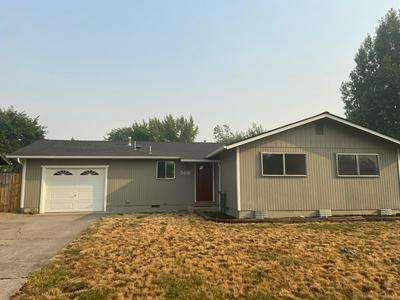 568 SHERMAN WAY, Eagle Point, OR 97524 - Photo 1