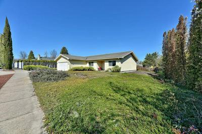 2735 HONOR DR, MEDFORD, OR 97504 - Photo 2