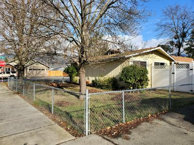 1405 SE N ST, Grants Pass, OR 97526 - Photo 2
