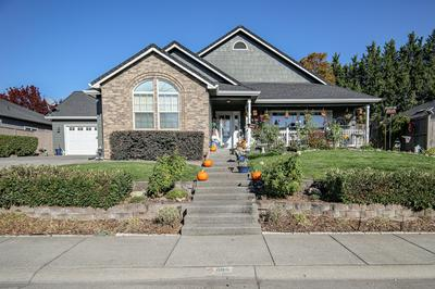 686 WHITE OAK AVE, Central Point, OR 97502 - Photo 1