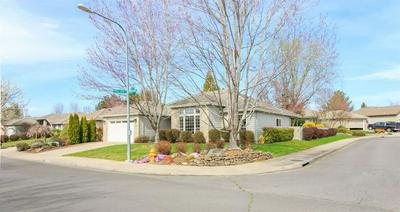 3429 CREEK VIEW DR, MEDFORD, OR 97504 - Photo 2