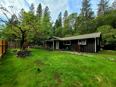 700 EWE CREEK RD, Grants Pass, OR 97526 - Photo 2