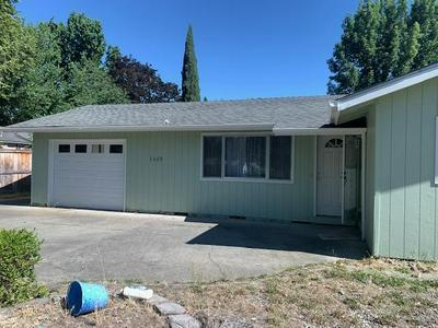 1420 SW G ST, Grants Pass, OR 97526 - Photo 2