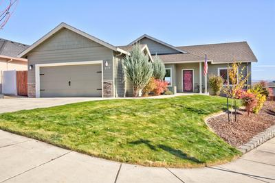 929 CRYSTAL DR, Eagle Point, OR 97524 - Photo 1