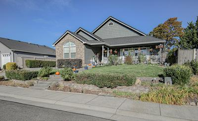 686 WHITE OAK AVE, Central Point, OR 97502 - Photo 2