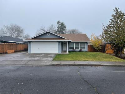 3055 HEARTWOOD CT, Medford, OR 97504 - Photo 2