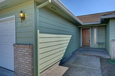 2502 ROBERTS RD, MEDFORD, OR 97504 - Photo 2