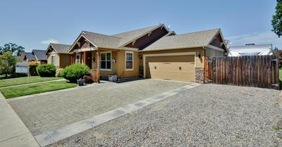 338 CHERRY WOOD, Eagle Point, OR 97524 - Photo 2