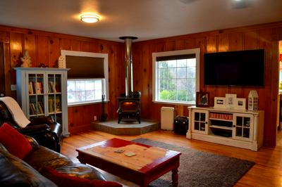 3020 NEW HOPE RD, Grants Pass, OR 97527 - Photo 2