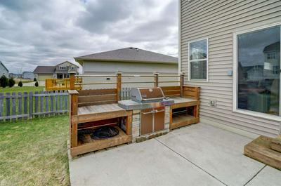 692 SANIBEL LN, Sun Prairie, WI 53590 - Photo 2