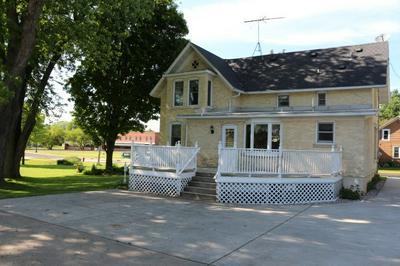133 LINCOLN ST # 135, Johnson Creek, WI 53038 - Photo 2