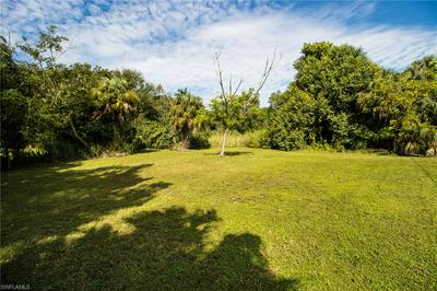 418 NEW YORK DR, FORT MYERS, FL 33905 - Photo 2
