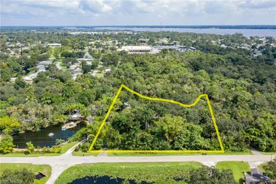 85 CRESCENT LAKE DR, NORTH FORT MYERS, FL 33917 - Photo 2