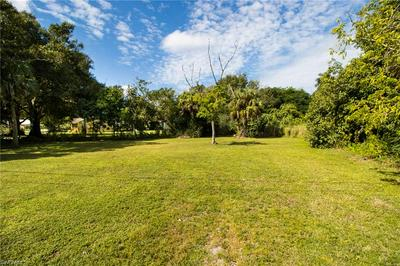 418 NEW YORK DR, FORT MYERS, FL 33905 - Photo 1
